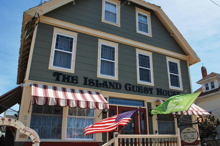 Pet Friendly The Island Guest House Bed & Breakfast