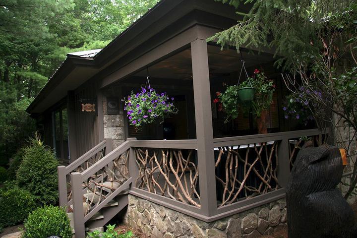 Pet Friendly Black Bear Lodge of Sapphire