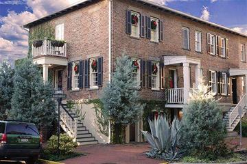Pet Friendly Armstrong Inn on Chatham Square
