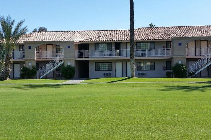 Pet Friendly Indian Palms Country Club and Resort