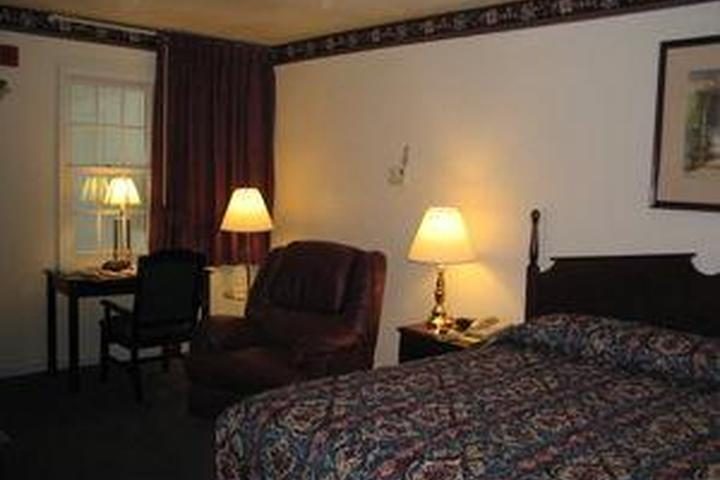 Pet Friendly The Chalet Motel of Mequon