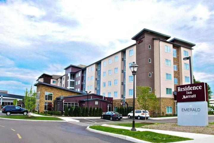 Pet Friendly Residence Inn Cleveland Avon at The Emerald Event Center
