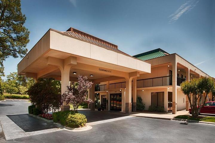 Pet Friendly SureStay Plus Hotel by Best Western Southern Pines Pinehurst