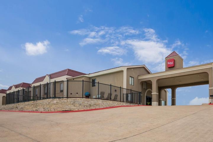Pet Friendly Red Roof Inn and Suites Austin East Manor