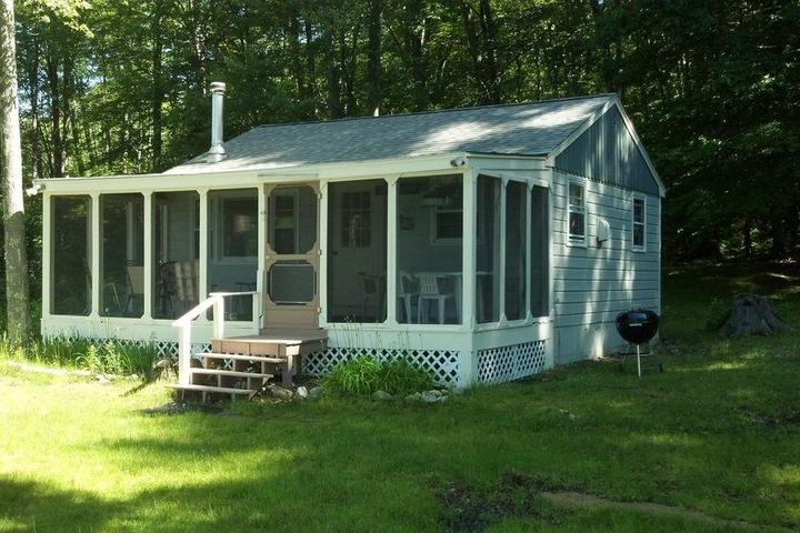 Pet Friendly Waterfront Cottage on Swains Lake