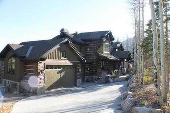 Pet Friendly Three Peaks Mountain Lodge