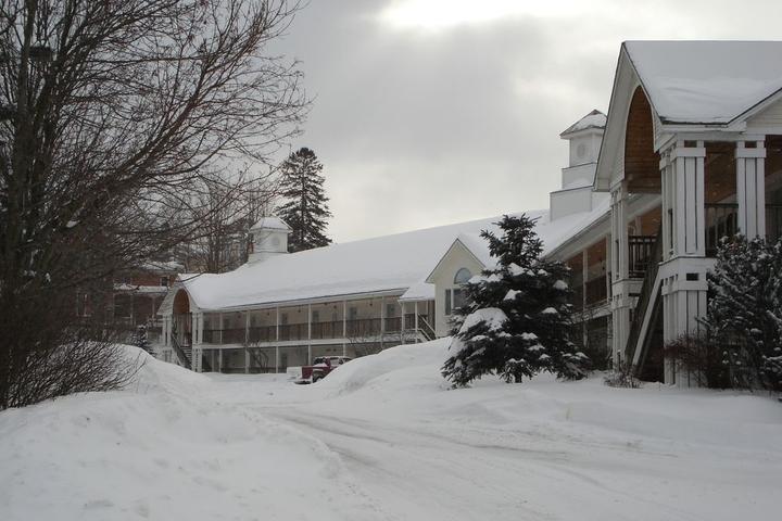 Pet Friendly Fairbanks Inn