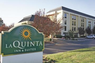 Pet Friendly La Quinta Inn & Suites Charlotte Airport North