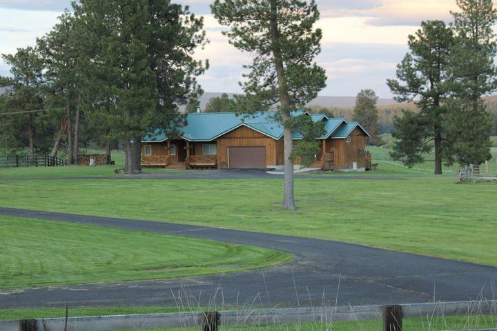 Pet Friendly VRBO Crater Lake