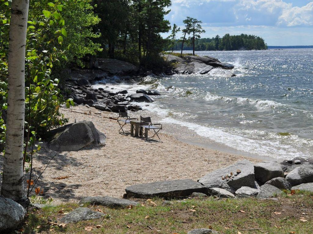 6 Bedroom Lodge On Sebago Lake Pet Policy