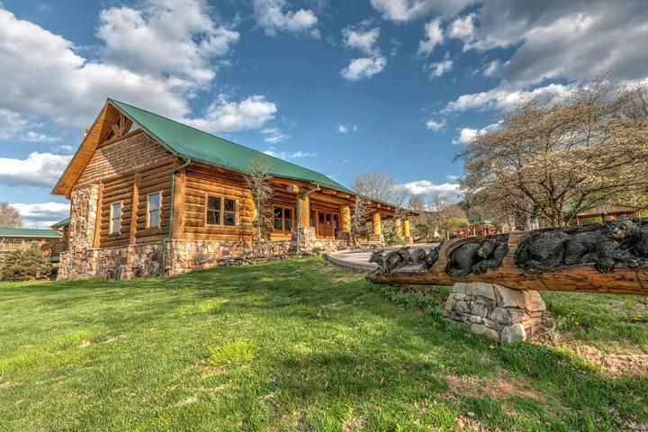 Pet Friendly Tremont Lodge & Resort