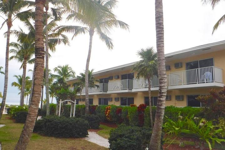 Pet Friendly Waterside Inn on the Beach