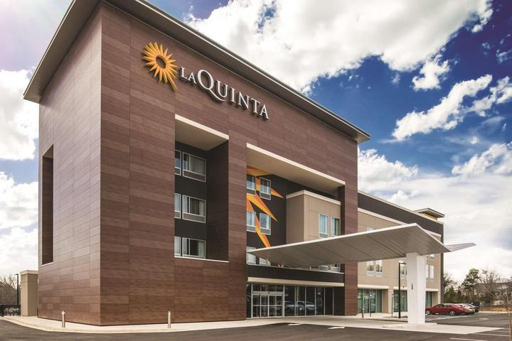 Pet Friendly La Quinta Inn & Suites McDonough
