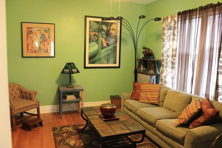 Pet Friendly Quiet Comfort with Artsy Theme