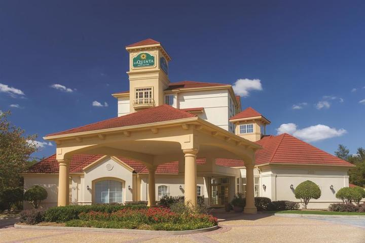 Pet Friendly La Quinta Inn & Suites Atlanta Ballpark Galleria