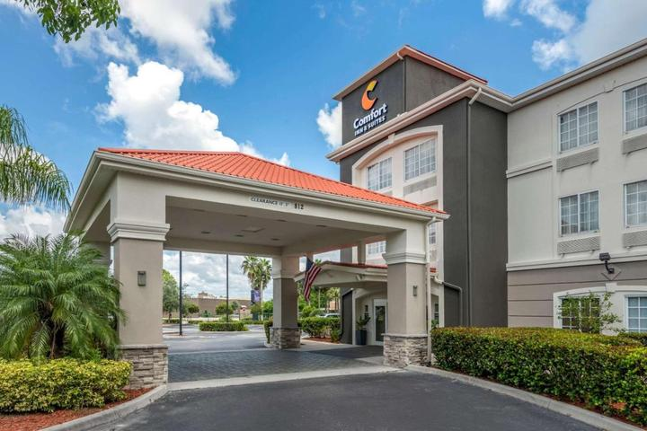 Pet Friendly Comfort Inn and Suites Port Charlotte