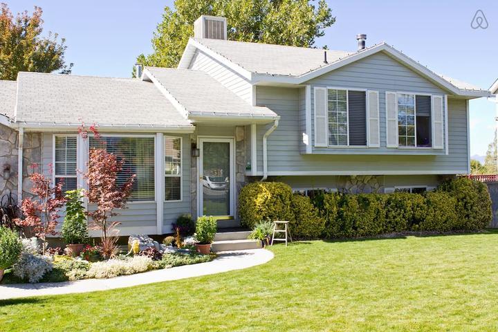 Pet Friendly Saratoga Springs Airbnb Rentals