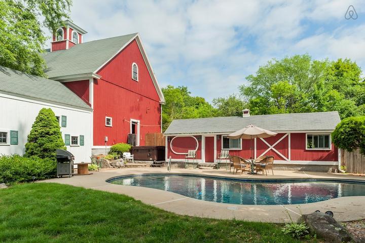 Pet Friendly Hudson Airbnb Rentals