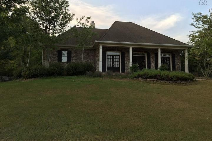 Marvelous Pet Friendly Vacation Rentals In Madison Ms Bring Fido Home Interior And Landscaping Transignezvosmurscom