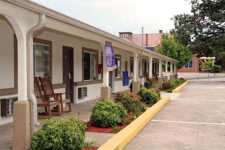 Pet Friendly Blue Ridge Inn