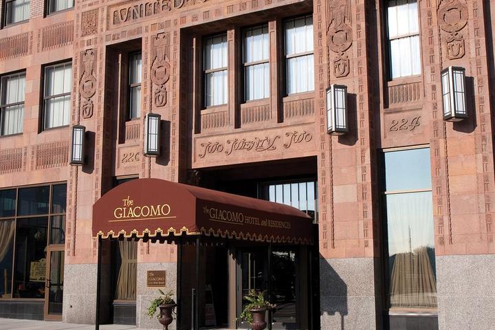 Pet Friendly Hotels In Niagara Falls Ny Bring Fido