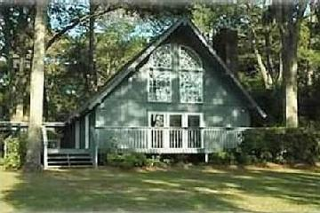 Pet Friendly Spacious 3-Bedroom Home on River