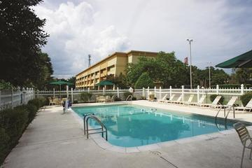 Pet Friendly La Quinta Inn & Suites Brunswick