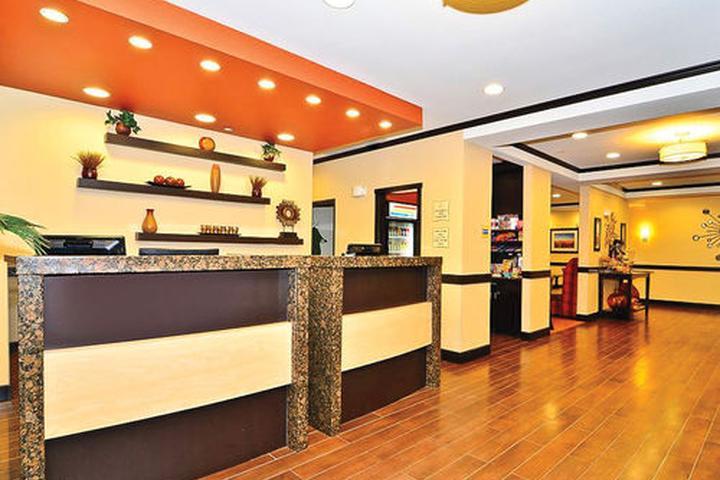 Pet Friendly La Quinta Inn & Suites Auburn
