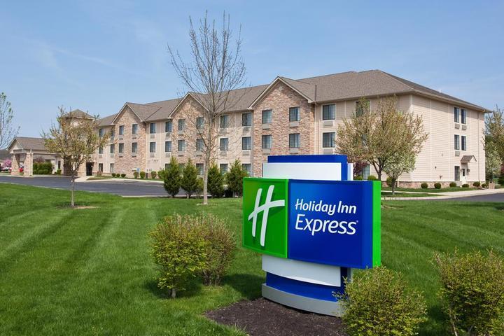 Pet Friendly Holiday Inn Express Hocking Hills Logan