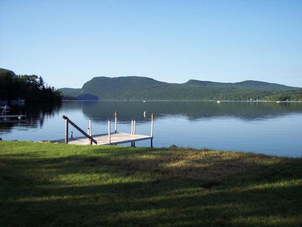 2 bedroom lakeside cottage pet policy for Lake willoughby cabins