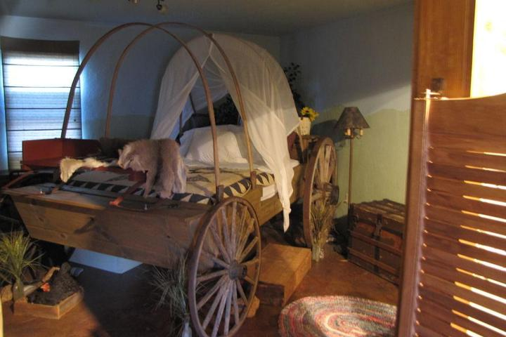 Pet Friendly Covered Wagon B&B/Guesthouse