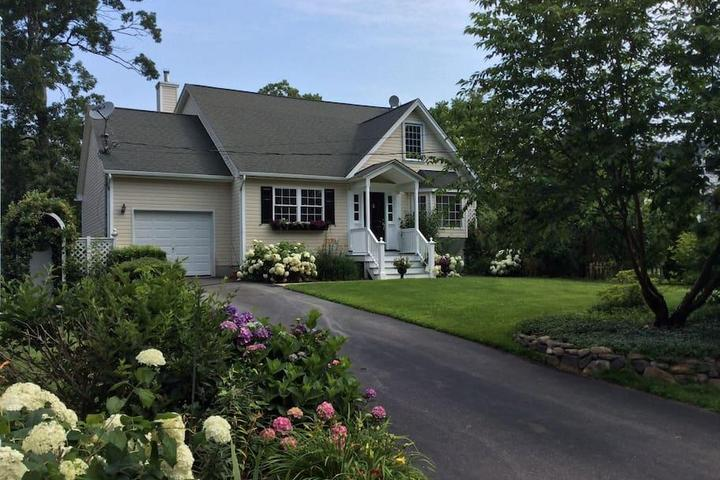 Pet Friendly Brentwood Airbnb Rentals
