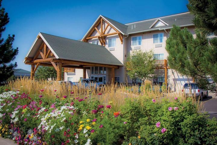 Pet Friendly Best Western Plus Riverfront Hotel and Suites