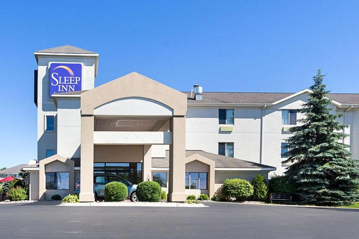 Pet Friendly Sleep Inn & Suites Acme - Traverse City