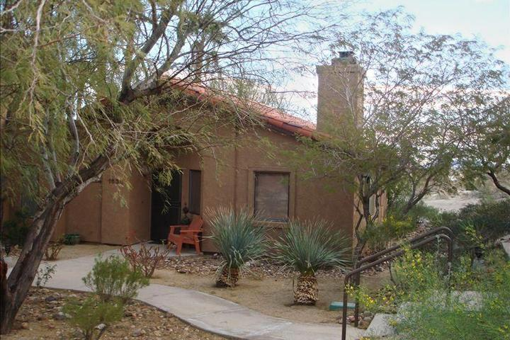 Pet Friendly Romantic Desert Getaway 2- Rams Hill