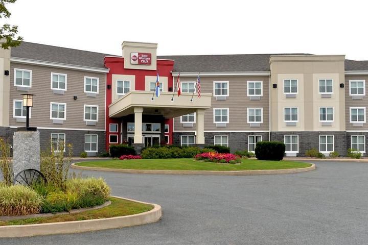 Pet Friendly Best Western Plus Bridgewater Hotel & Convention Centre
