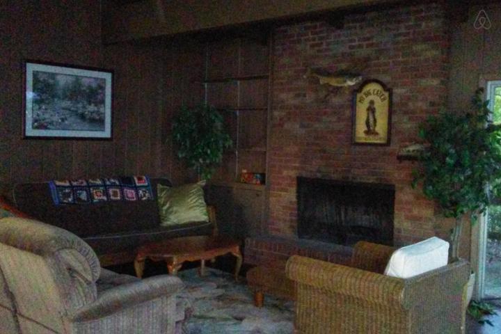 Pet Friendly Lexington Airbnb Rentals