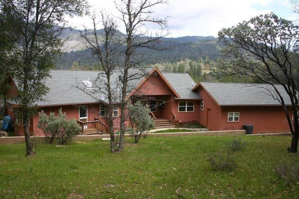 Yosemite executive mountain luxury ranch pet policy for Mammoth mountain cabins pet friendly