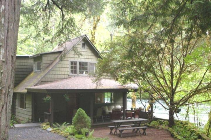 Pet Friendly Listen to the River Sing at the Rillerah
