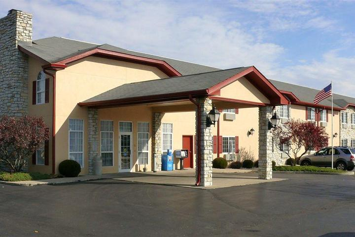 Pet Friendly The Woodridge Inn