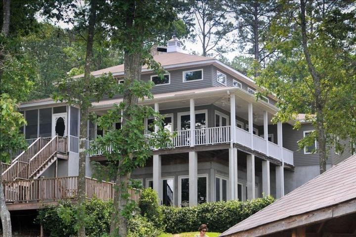 Pet Friendly Exceptional Family Gathering Getaway
