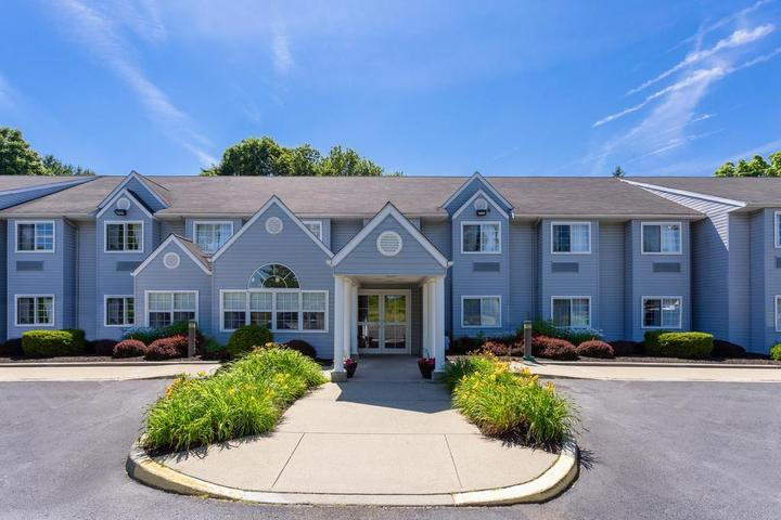 Pet Friendly Microtel Inn and Suites by Wyndham Bethel Danbury