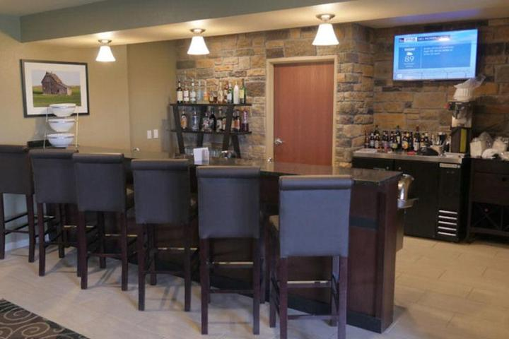 Pet Friendly Cobblestone Inn & Suites - Winterset, IA