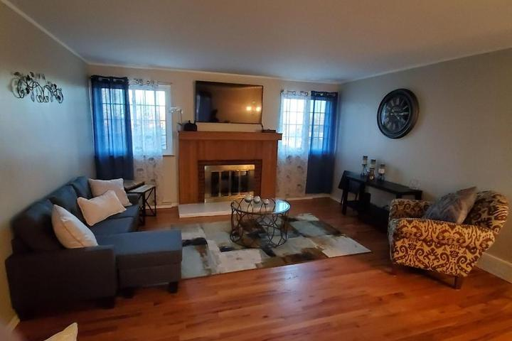 Pet Friendly Charming Home in Lakewood