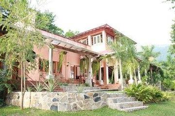 Pet Friendly La Villa de Soledad B&B