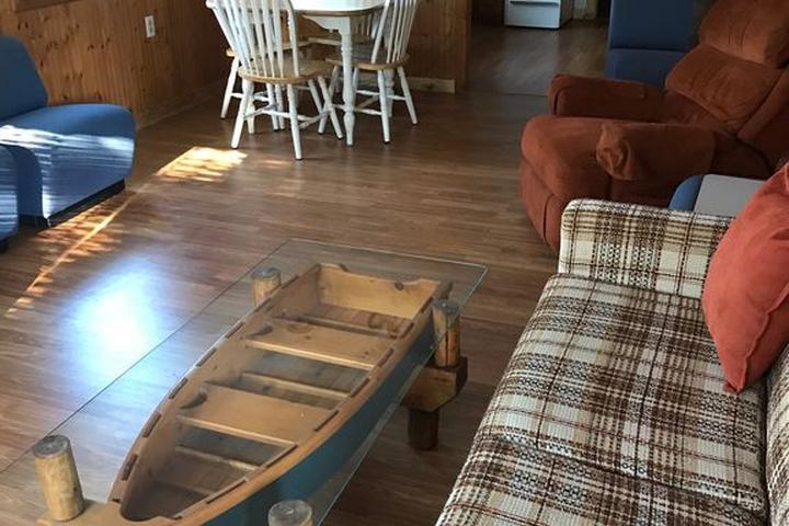 Pet Friendly Rustic 2-Bedroom Cabin