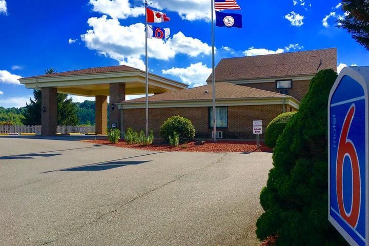 Pet Friendly Motel 6 Hillsville VA