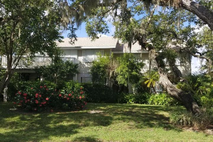 Pet Friendly Secluded Waterfront Home on Little Orchid Island