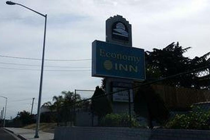 Pet Friendly Economy Inn Antioch