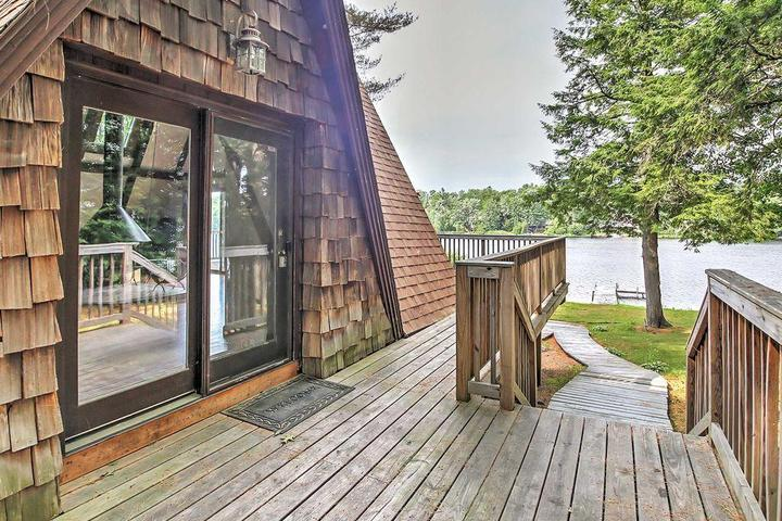 Pet Friendly 3-Bedroom House Near Hiking and Skiing